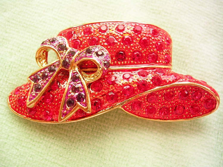 41e4e2008aa26 Vintage Ruby Red Purple Amethyst Gold Plate Hat Brooch Pin, Red Hat Society  Designer Fashion Jewelry Pins Brooches